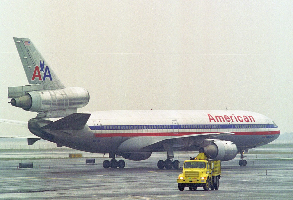 American Airlines McDonnell Douglas DC-10–10 (N167AA) at New York-John F. Kennedy (JFK), April 1999